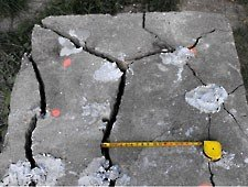 http://thachanchem.com/images/stories/bustar_concrete_block_crack.jpg